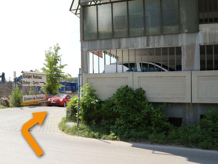 Weg zur Einfahrt Bohus- und abc-Parkhaus